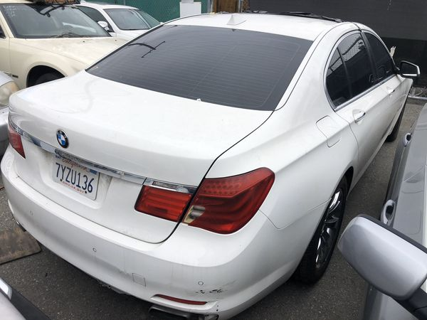 2009 BMW 750i parting out