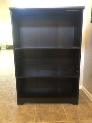 3 tier bookshelf with adjustable shelves for Sale in Gilbert, AZ