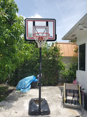 Basketball hoop. Great condition. for Sale in Miami Beach, FL
