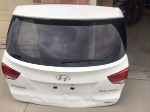 Lid/ Tail gate Hyundai Tucson 2012 assembly. Damaged , for parts or repair. Sold as is. for Sale in Castle Rock, CO