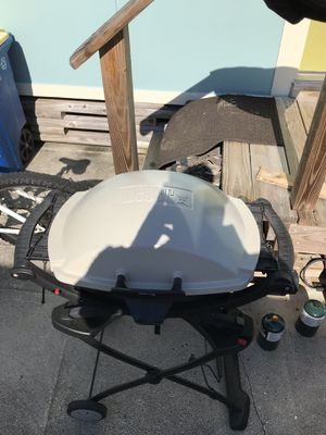 Weber Grill w/cover and 4 propane tanks for Sale in PT CANAVERAL, FL