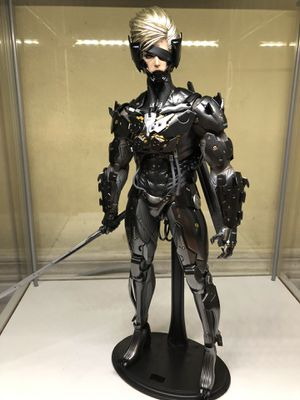 Hot Toys Metal Gear Rising Raiden (Broken arm joint) for Sale in Garden Grove, CA