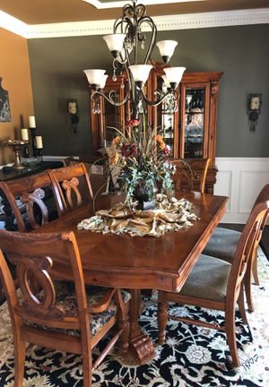 Dining room table, 6 chairs and china hutch for Sale in Aurora, IL
