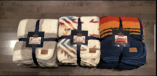New Pendleton king Sherpa blanket for Sale in Issaquah,  WA