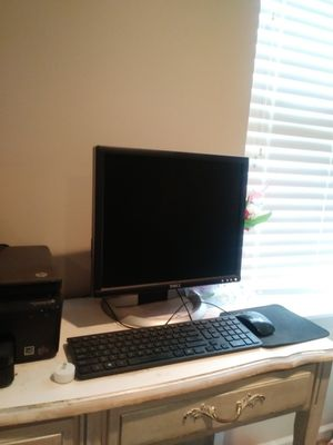 Desk top computer for Sale in Noblesville, IN