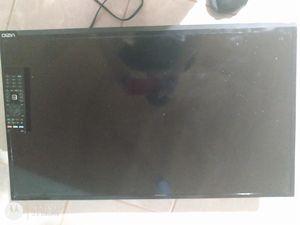"""32"""" Vizio TV (smart w/ 2 HDMI and built in WiFi) for Sale in Chicago, IL"""