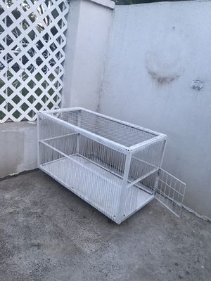 Large Kennel / Large Cage with rolling wheels for Sale in Laredo, TX