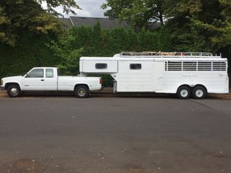 Gooseneck 4 stall horse trailer tandem axils tack room for Sale in Portland,  OR