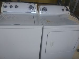 Whirlpool washer and dryer Electric for Sale in St. Louis, MO
