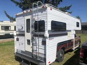2000 Elkhorn 9 foot camper excellent condition for Sale in Puyallup, WA