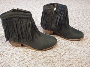 New Women's Size 7.5 Boots With Zipper Green braided top fringe for Sale in Woodbridge, VA