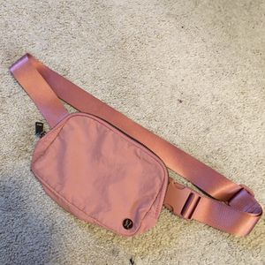 Woman's Lululemon fanny pack! for Sale in Rockville, MD