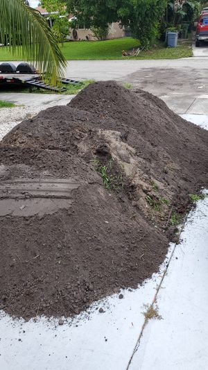 Free dirt, fill. Large amount for Sale in Pompano Beach, FL