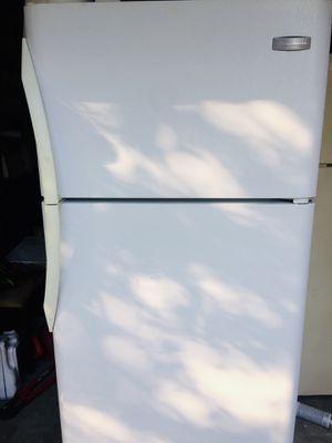 Frigidaire Refrigerator for Sale in Lutz, FL