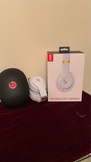 beats studio 3 wireless headphones for Sale in Columbia, MD