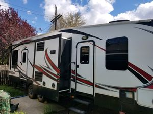 2013 Fuzion Toy Hauler!! 32 Footer!! for Sale in East Wenatchee, WA