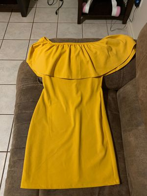 Yellow off the shoulder dress Medium for Sale in Houston, TX