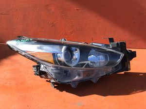 2017 2018 MAZDA 3 HALOGEN RIGHT SIDE HEADLIGHT HEADLAMP OEM USED for Sale in Los Angeles, CA