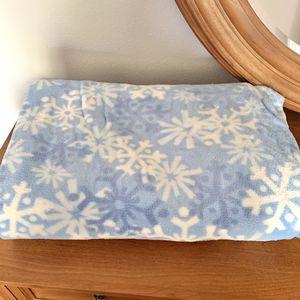 Blue Snowflake Throw Blanket for Sale in Phoenix, AZ