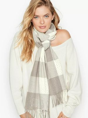 VS Winter Scarf fringed gray/ivory plaid for Sale in Arlington, TX
