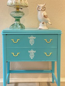 """Antique Sewing Table ( L 27"""" X W 19"""" X H 31"""" ) for Sale in Tacoma,  WA"""