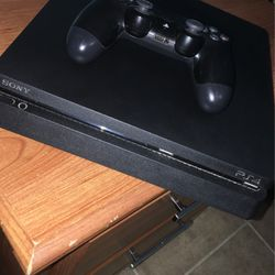 Used ps4 with three games ( no damage good condition) for Sale in Lehigh Acres,  FL