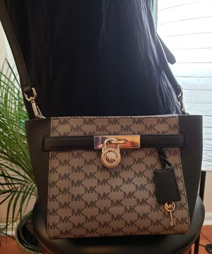 Michael Kors HAMILTON TRAVELER Medium Top Zip Messenger Crossbody Bag AUTHENTIC. for Sale in Owings, MD