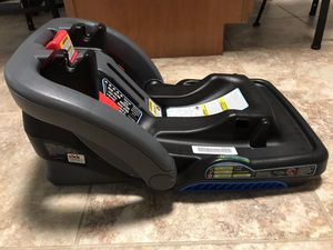 Graco click connect car seat base for Sale in Holtwood, PA
