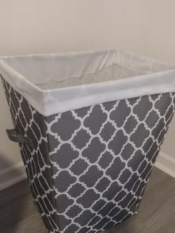 Laundry Hamper - Almost New. Used For Staging House 20$ for Sale in Port St. Lucie,  FL