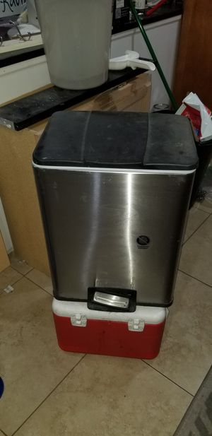 Stainless steal garbage can. for Sale in Glendale Heights, IL