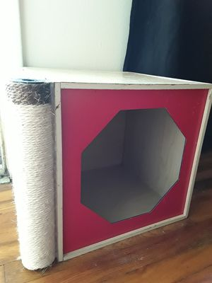 Wooden Kitty Bed With Scratching Post for Sale in Nashville, TN