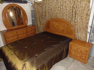 Queen bedroom set with mattress for Sale in Las Vegas, NV