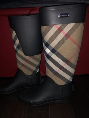 Brand New Burberry boots size 37 for Sale in Irvine, CA
