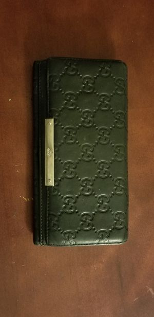 Authentic Gucci 2 snap long Wallet for Sale in San Leandro, CA