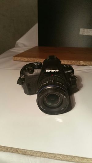Olympic E420 digital camera withZuiko lens 14=42mm 1:3'5_5'6 for Sale in Marietta, GA