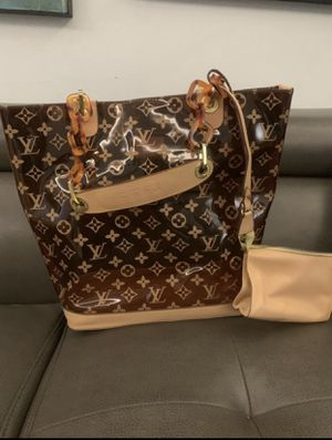 Louis Vuitton woman hand bag - negotiable for Sale in Hialeah, FL