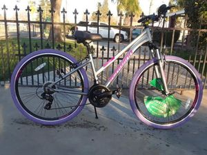 4895038bd2a Schwinn trailway men's hybrid bike for Sale in Bakersfield, CA - OfferUp
