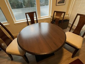 Round Dining Room Set With 4 Chairs for Sale in Shoreline,  WA