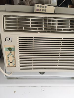 Spt 12000 Btu window air conditioner for Sale in Chicago, IL