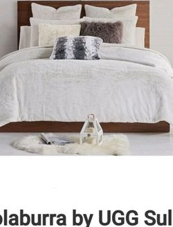 UGG SULANA COMFORTER WITH PILLOW CASES for Sale in Beaverton,  OR