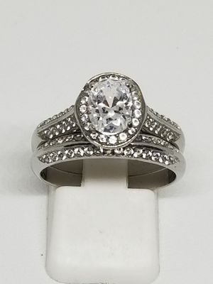 Brand new. Size 8. Heirloom wedding set. Never tarnish for Sale in St. Louis, MO