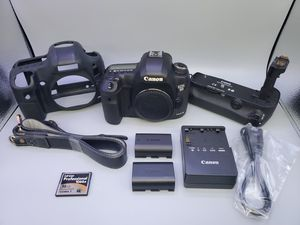 Canon 5d mark iii w/ grip (READ) for Sale in Glendale Heights, IL