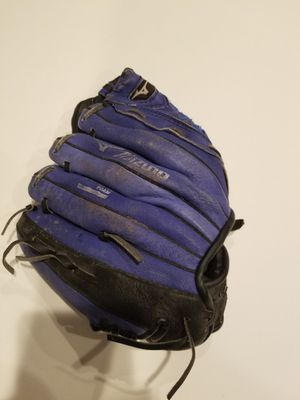 "Mizuno baseball 9.5"" glove for child for Sale in Bountiful, UT"