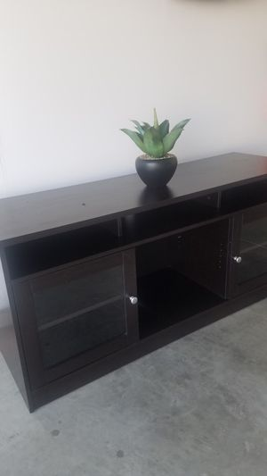 """TV Console Overall in good condition. However, top has some wear please see pictures attached 63""""L x 20""""D x 29""""H $75 for Sale in Bakersfield, CA"""