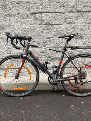 Giant defy 5 aluminum road bike size medium with extras for Sale in Brooklyn, NY