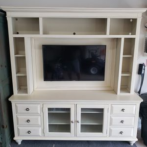 Entertainment center with TV for Sale in Christiansburg, VA