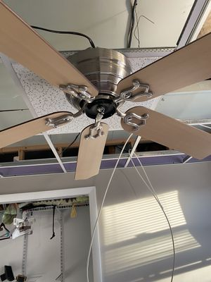 """Hampton bay 48"""" ceiling fan with light fixture for Sale in Baltimore, MD"""