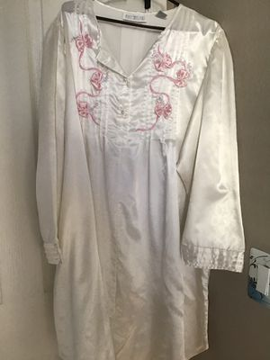 Ashley Taylor II nightgown for Sale in Sierra Vista, AZ