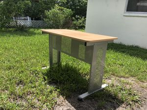 Small office desk for Sale in Fort Lauderdale, FL