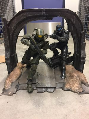 Halo Master Chief & Spartan Locke Statue Figures Collectible for Sale in Chicago, IL